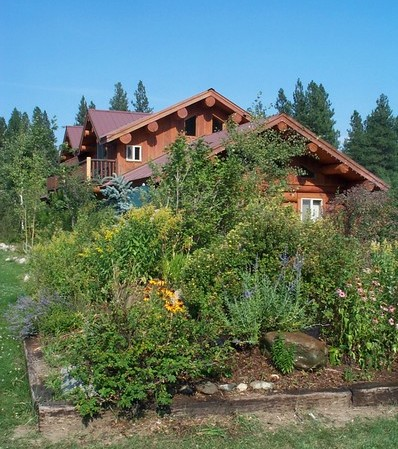 Log lodging unit in the Methow Valley